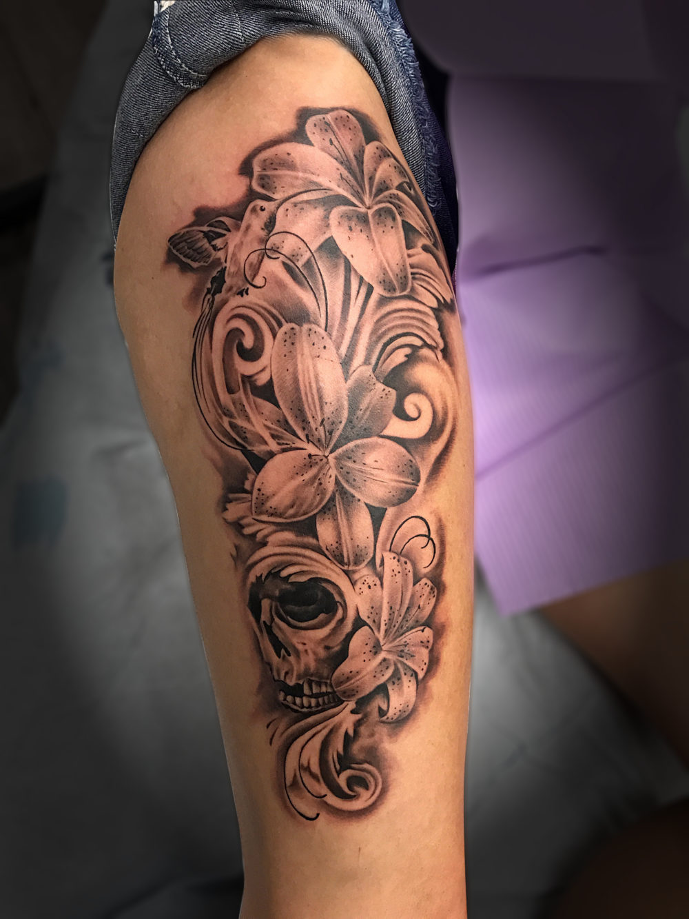 Q Tattoo in Huntington Beach - Quan - leg floral skull