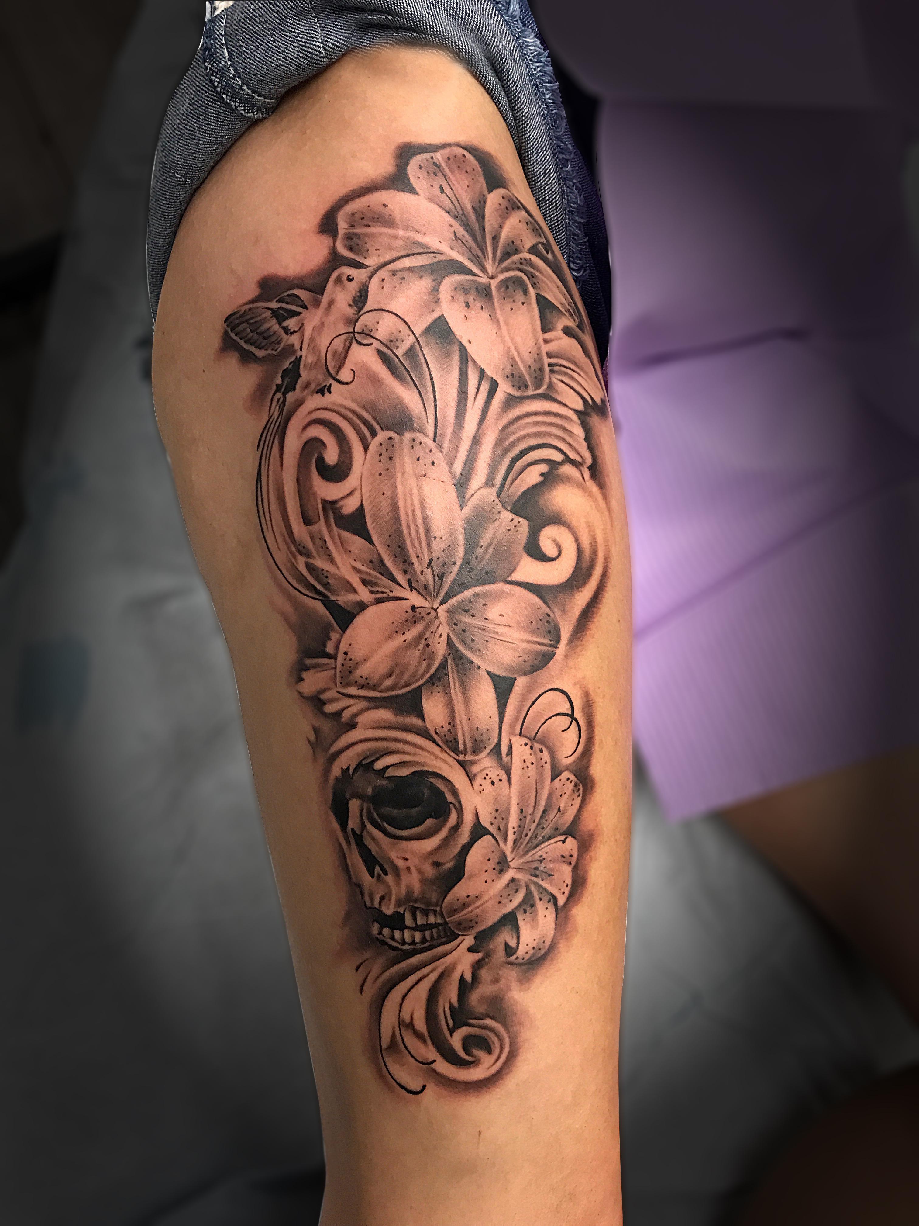 Q Tattoo in Huntington Beach - Quan - leg floral skull