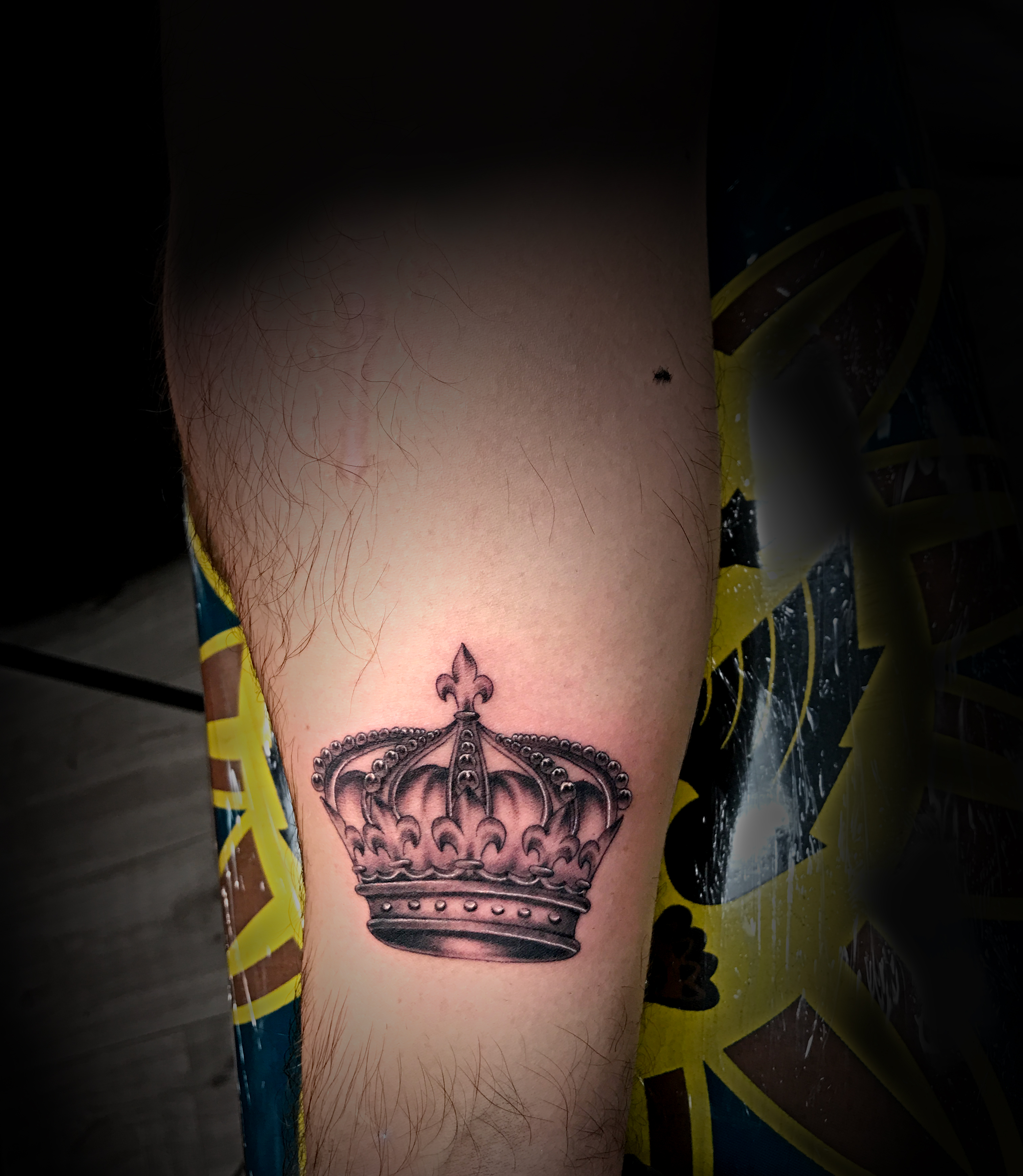 Q Tattoo in Huntington Beach - Sara Delara - the crown